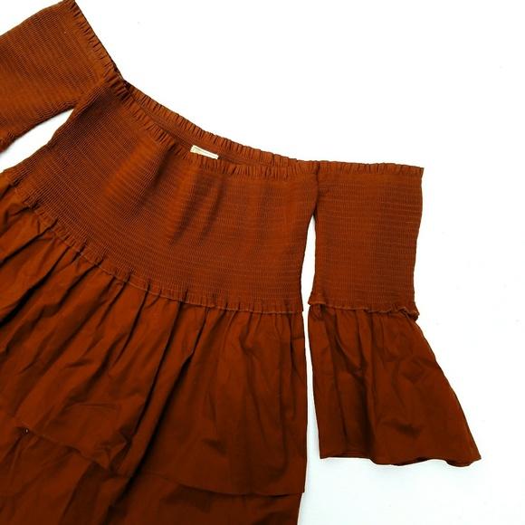 5151ff1272ce8c NWOT NYTT Burnt Orange Off the Shoulder Top. M 5a78e77905f43079b53769a5